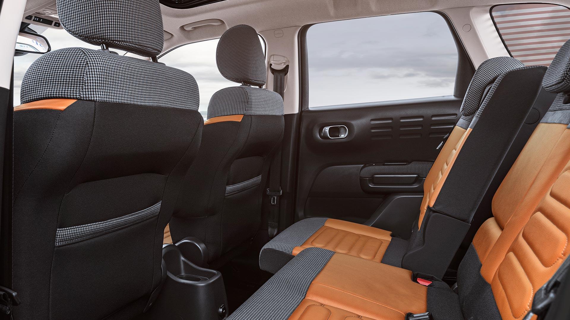 Отделка салона Citroen C3 Aircross SUV